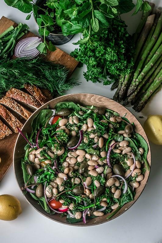 Maistuisitko keväinen salaatti? Maista Äitipiirin resepteiä!