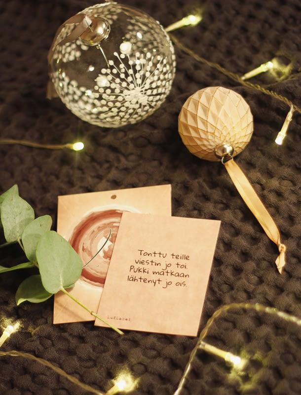 Luklabel-ripustettava-joulukalenteri-syntyi-yhteistyössä-äitipiiri-kanssa-kortit