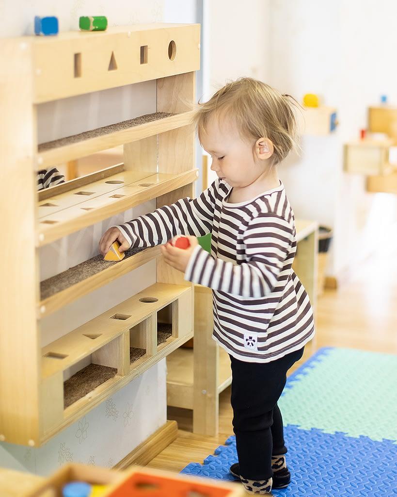 Montessori pedagogiikka tähtää siihen, että lapsesta kasvaa itsenäinen ja kykenevä yksilö.