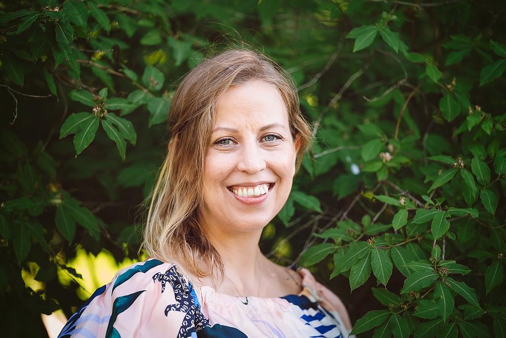 Heidi Österlund on pienen tytön äiti, wellness coach ja Äitipiirin tiimin jäsen.