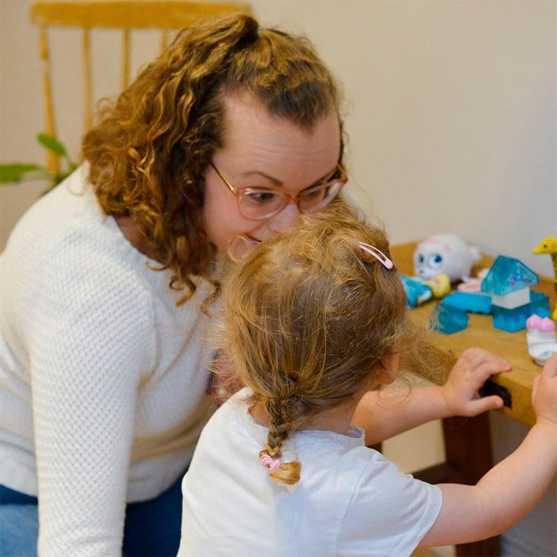 Aloittaako lapsesi päivähoidossa? Kasvat on apuna suuren elämänvaiheen kynnyksellä.