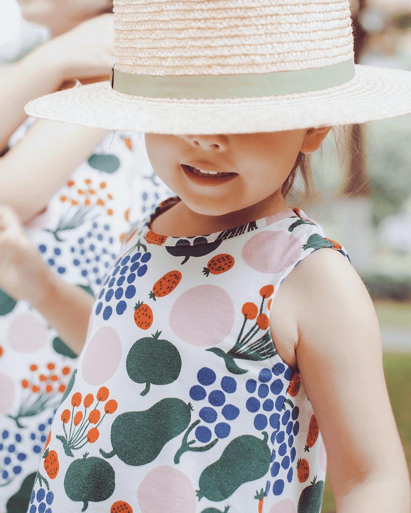 näin-suojaat-lapsen-ja-oman-ihon-auringolta-hattu