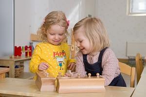 Montessori pedagogiikassa lapsi oppii itsenäisyyteen ja tunnistaa oman potentiaalinsa.